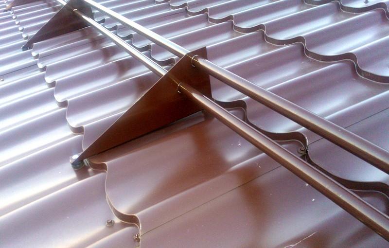 Снегозадержатели на крышу: преимущества, принцип действия, виды конструкций