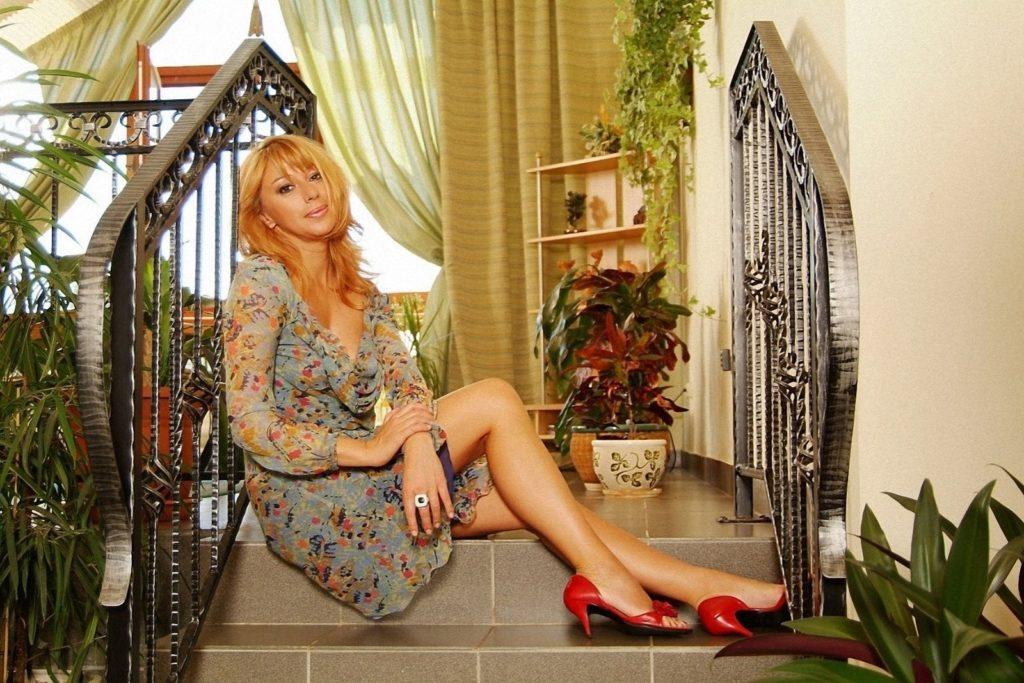 Недвижимость Алёны Апиной: от маленькой квартирки до роскошного коттеджа