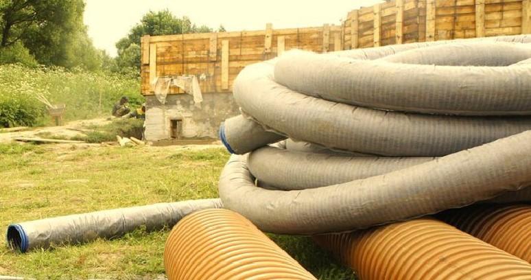 Зачем нужны дренажные трубы, отводящие грунтовые воды