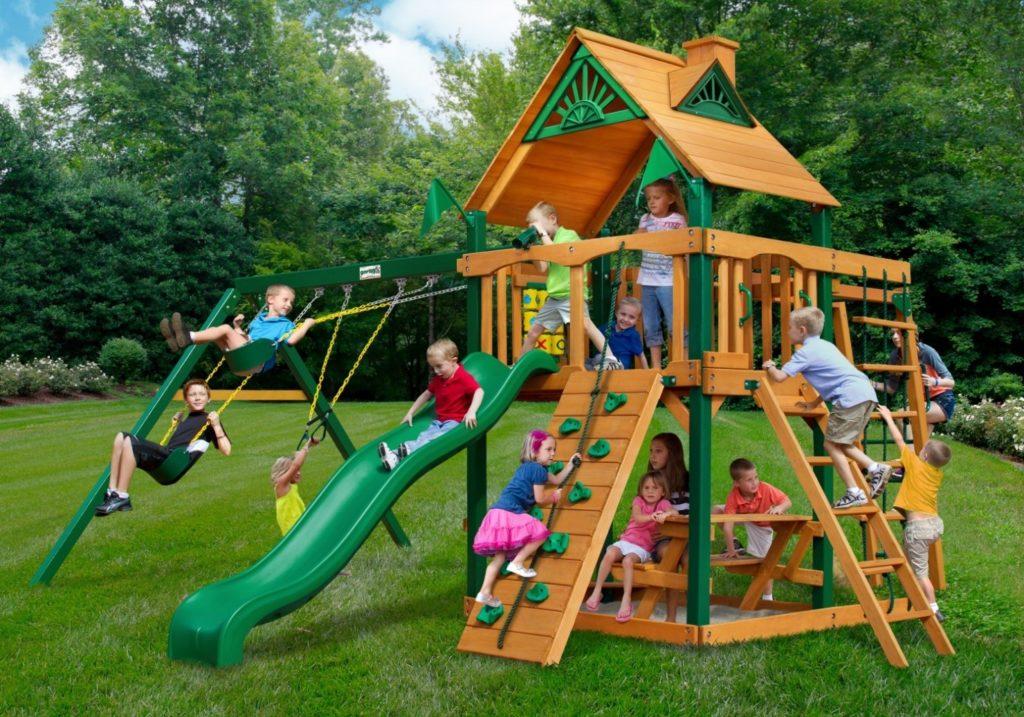 Как обустроить игровые и спортивные площадки для детей разного возраста